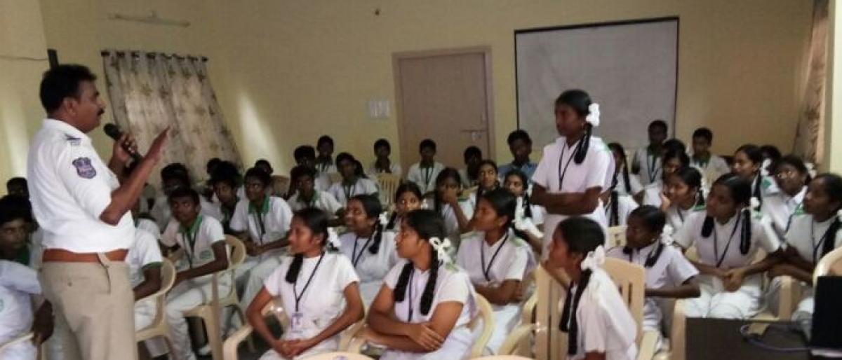 Traffic police create awareness among students