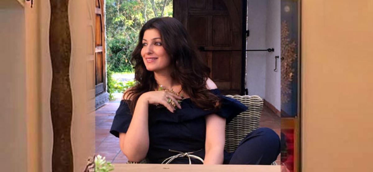Twinkle Khanna bags Popular Choice Award at Bangalore Lit Fest