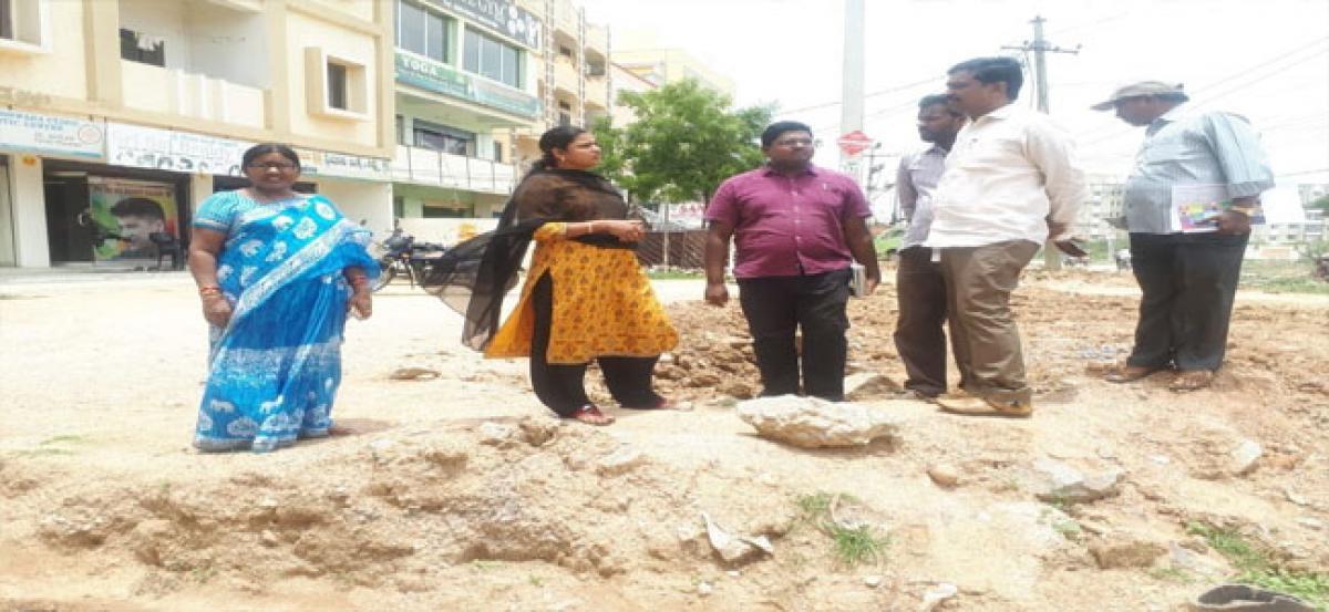 Corporator, EE tour Vidyanagar Phase II to inspect UGD