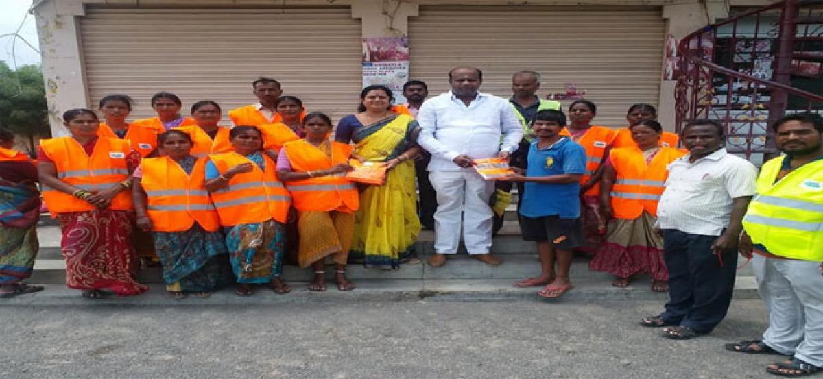 Muddagouni distributes uniforms