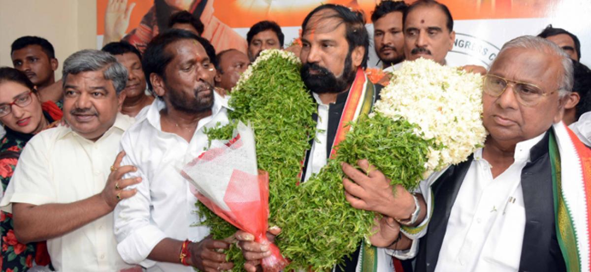 Uttam makes birthday vow to defeat TRS in next polls