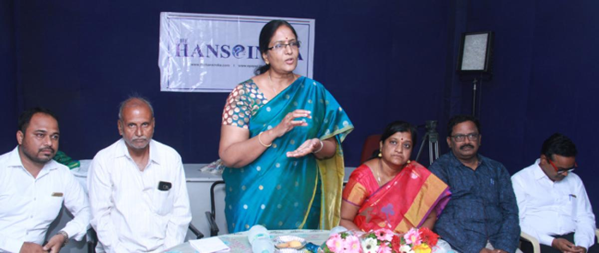 Role of 'Hans India' in journalism lauded