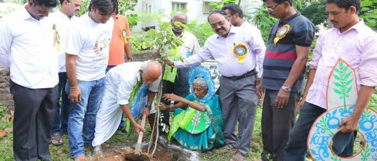 Vanajeevi urges govt, people to grow more trees