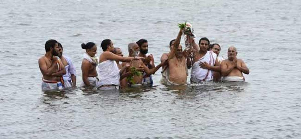 Priests perform Varuna Mantram in Hyderabad seeking rains