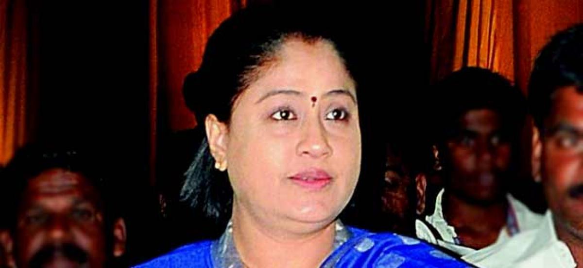 Vijayashanti falls as stage collapses at Acchampet public meeting