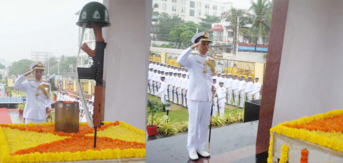 Indian Navy pays rich tribute to the Martyrs at Vizag