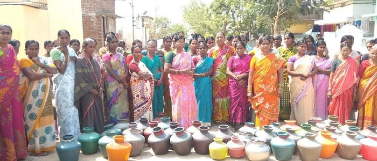 Women take to streets for drinking water