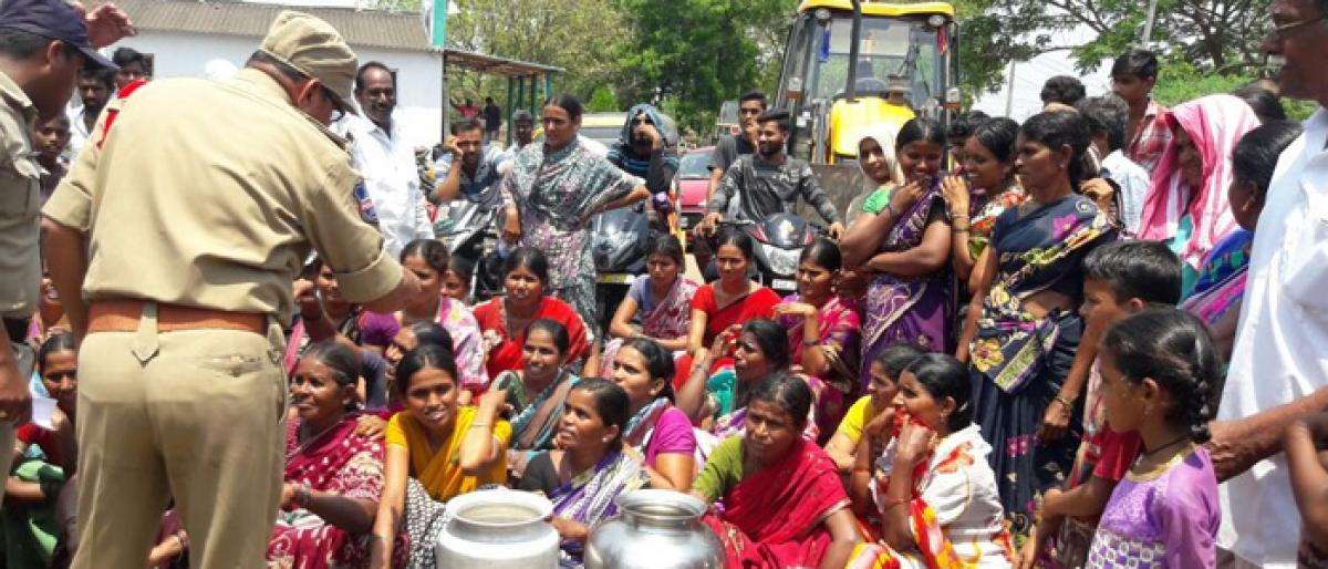 Women stage protest for potable water in Kothagudem