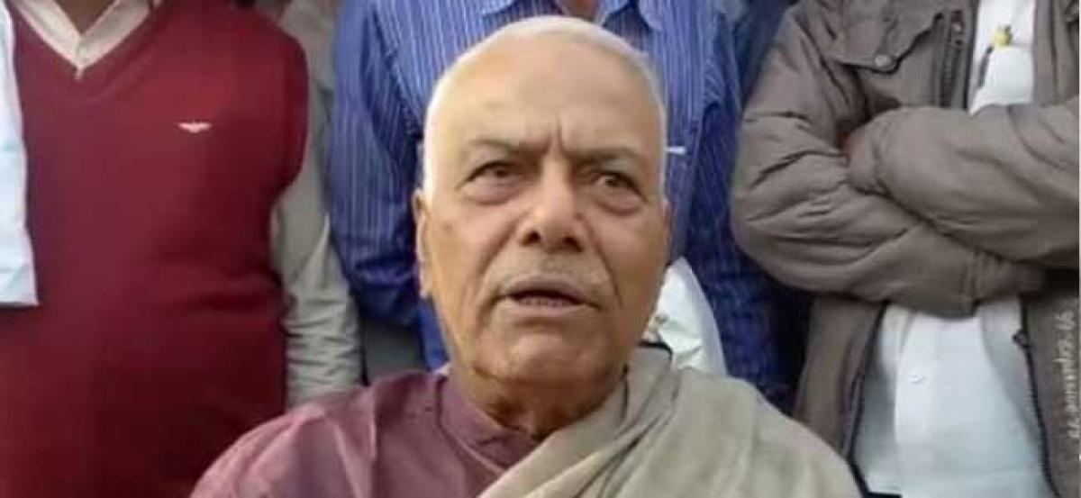 Yashwant Sinha pledges to fight for Maharashtra farmers