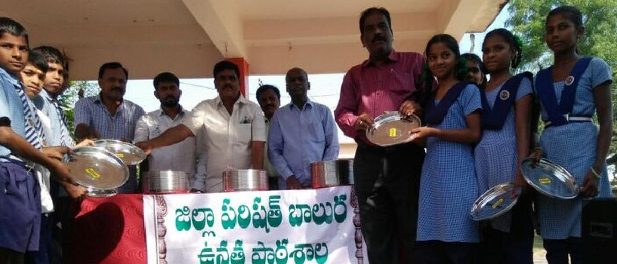 Laughing Club of Mahabubnagar distributes free plates to students