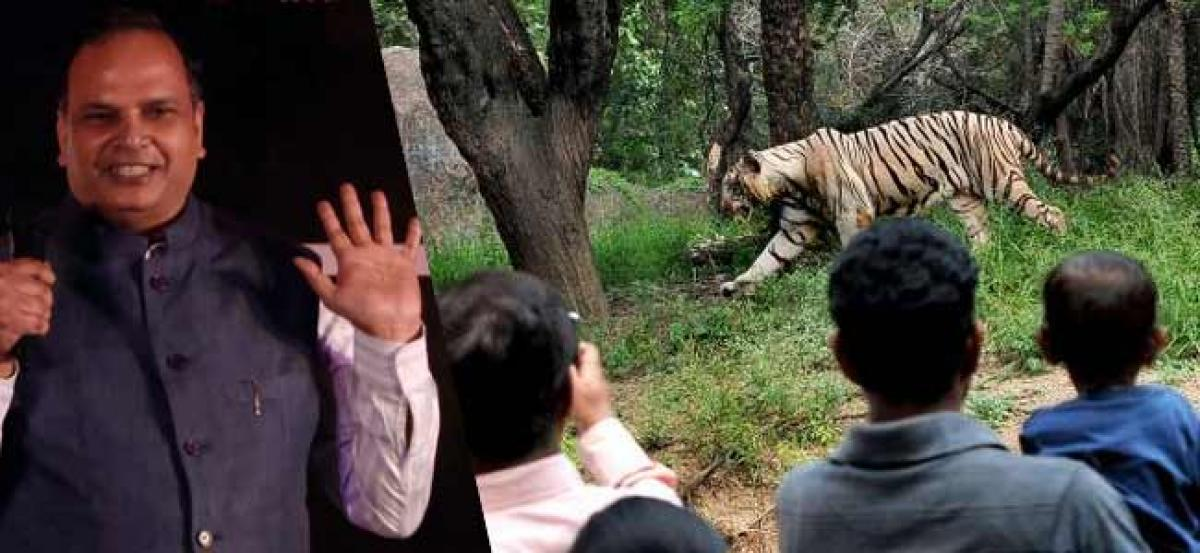 Chief Secretary visits Nehru Zoological Park