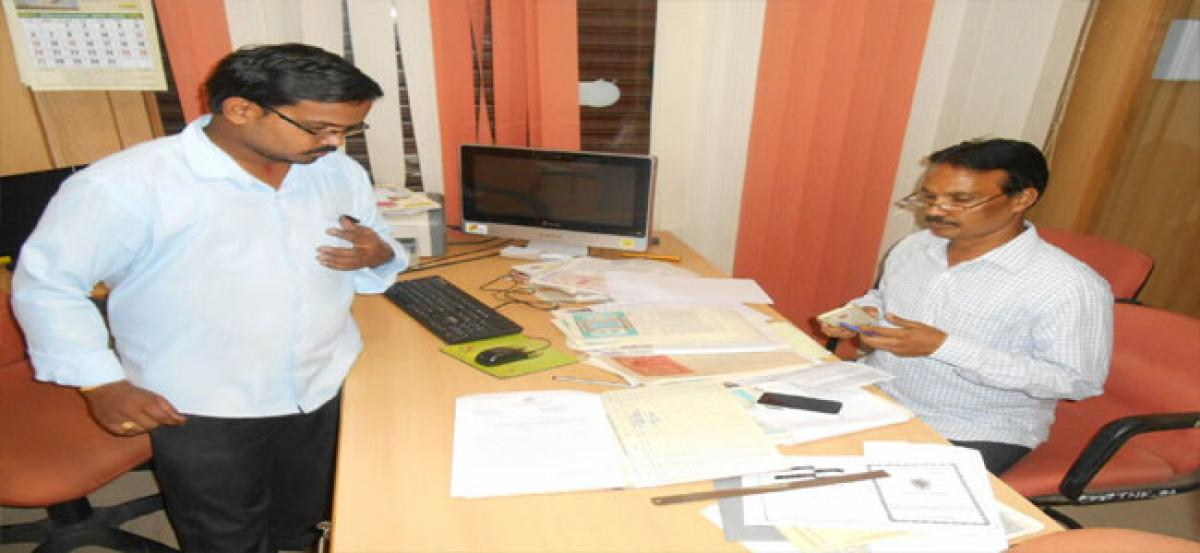 ACB sleuths unearth Rupees 2.5 crore from bank  lockers of DEE