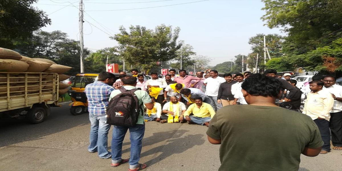 TDP legal cell activists lay siege to Kanna Lakshminarayana house