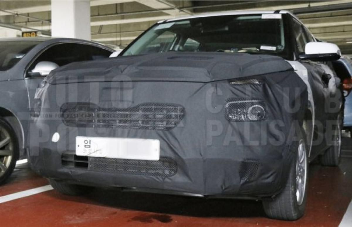 New Hyundai QXi Spy Pics Reveal More Details