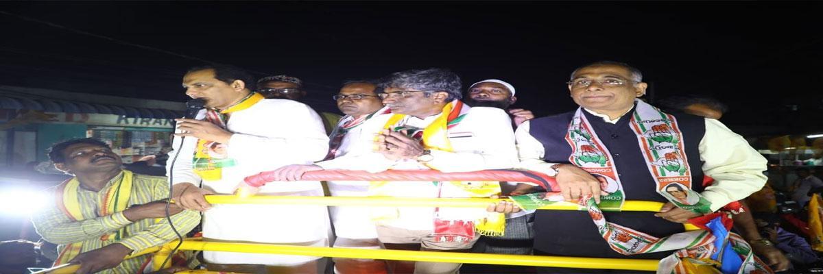 Azharuddin holds road show for PF candidate Venigalla Anand Prasad