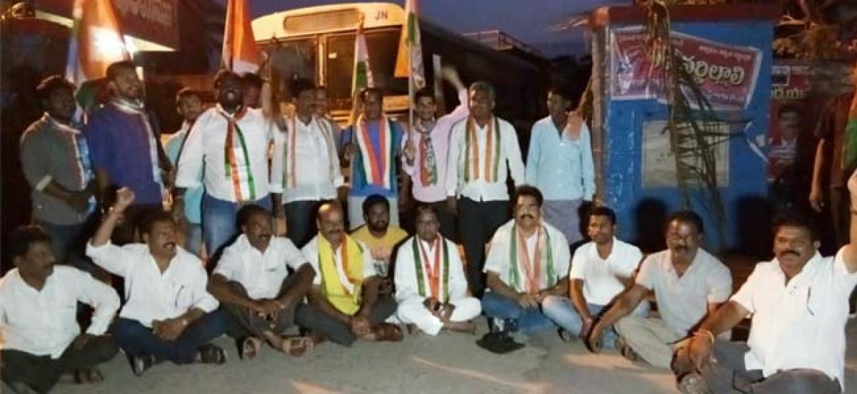 Ponnala Laxmaiah leads protest in Janagaon