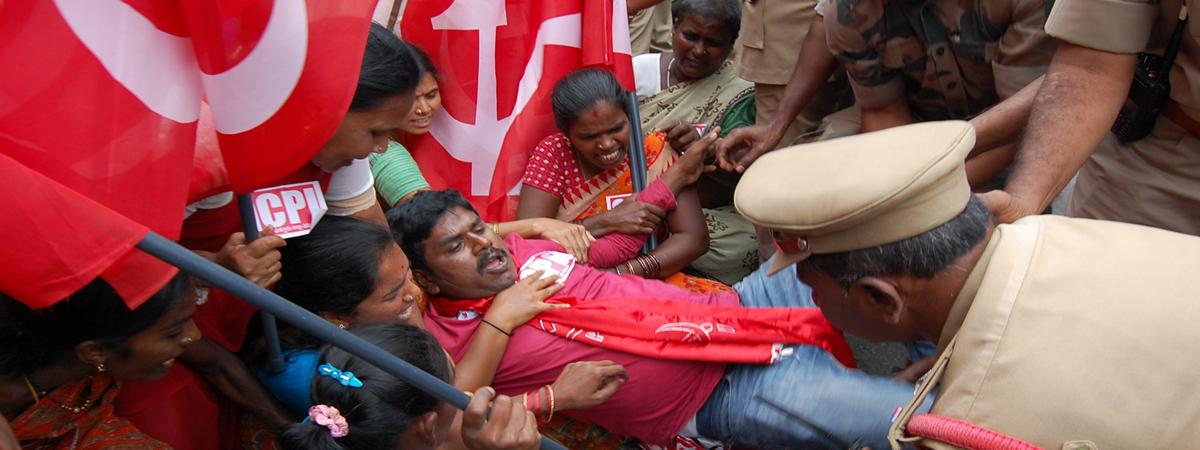 Police foil Left, Jana Sena Party bandh