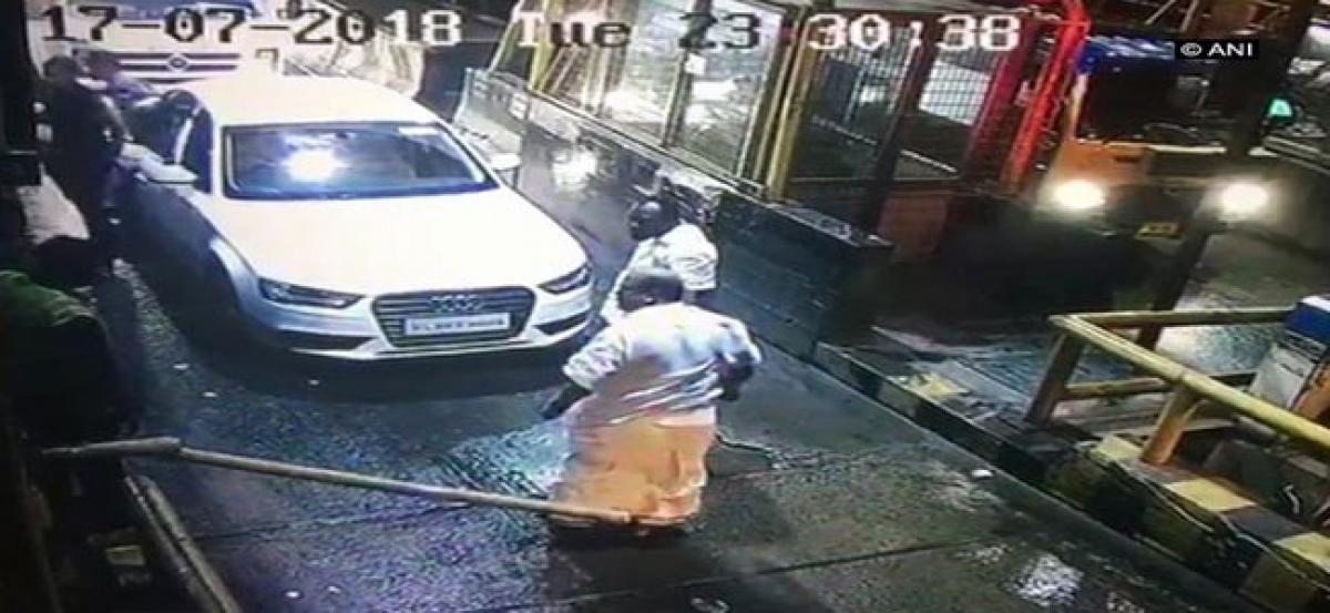 Kerala MLA breaks barrier at toll plaza
