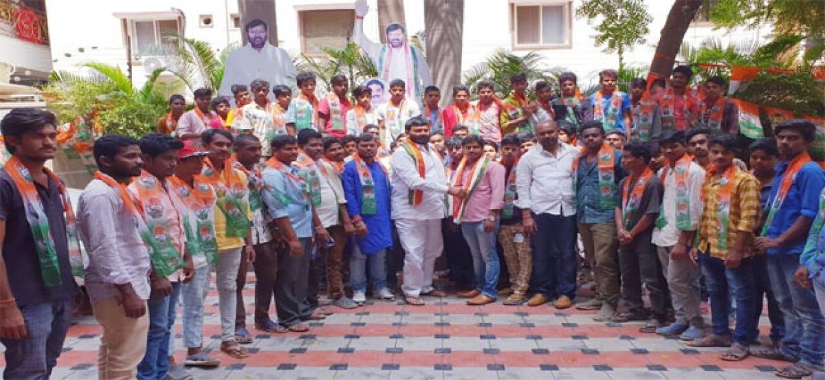 BJP neta, followers join Congress party