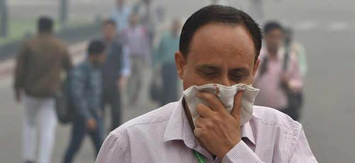 Thick haze engulfs Delhi, air quality remains in severe category
