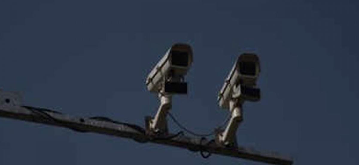 Caught In Action: Trio steals New CCTV cameras installed within 48 hours