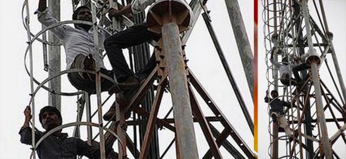 Five farmers climb cellphone tower in Nalgonda as a form of protest