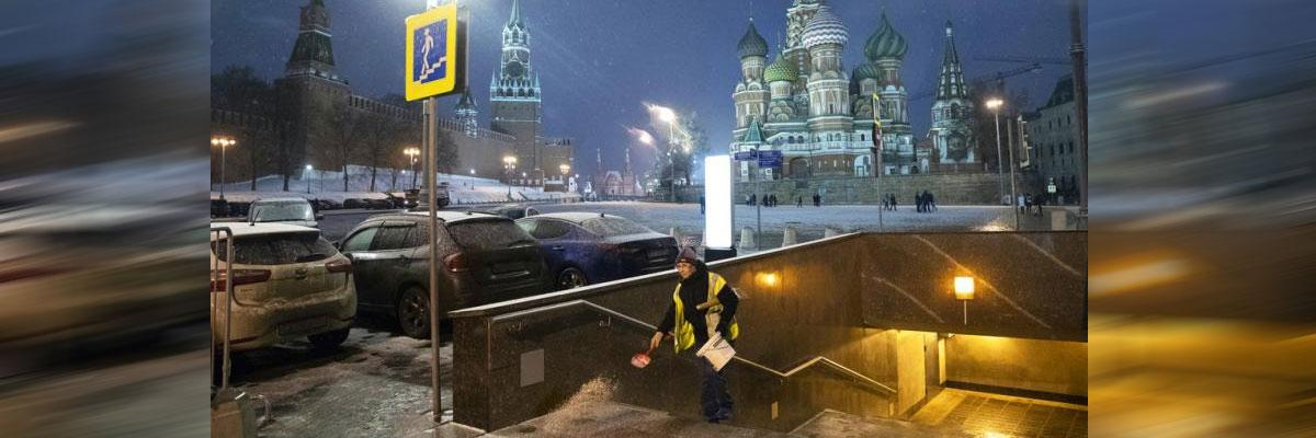 Chefs offer soup to warm homeless on cold Russian nights