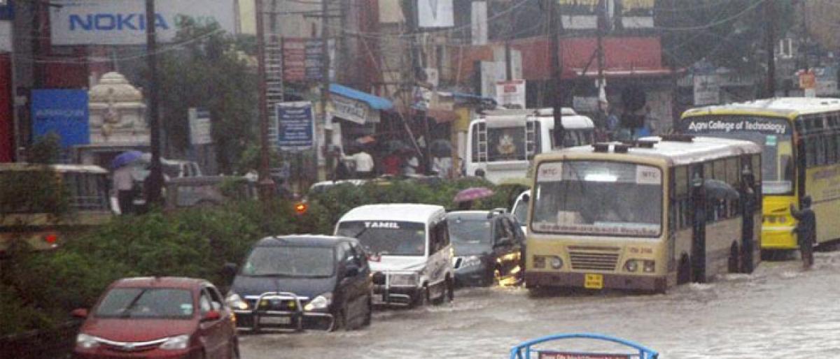 Flood alert in Tamil Nadu. People living in low lying areas evacuated.