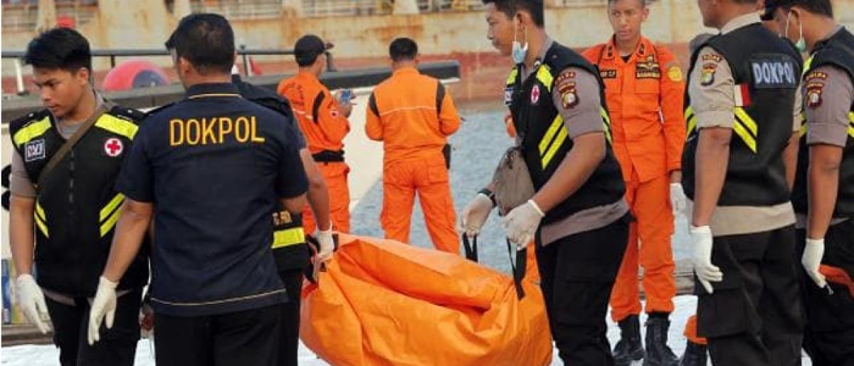 Indonesia Lion Air crash: Rescuers recover 10 bags filled with body parts of victims