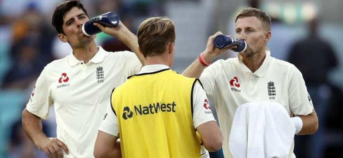 Cook holds firm in farewell to strengthen England