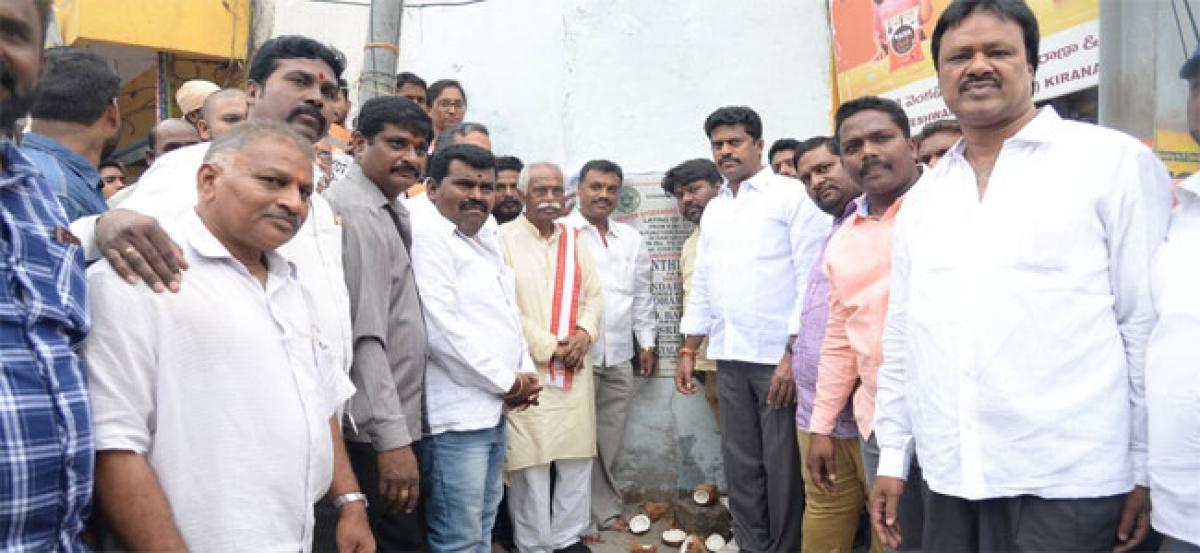 Dattatryeya inaugurates road works in Ramnagar