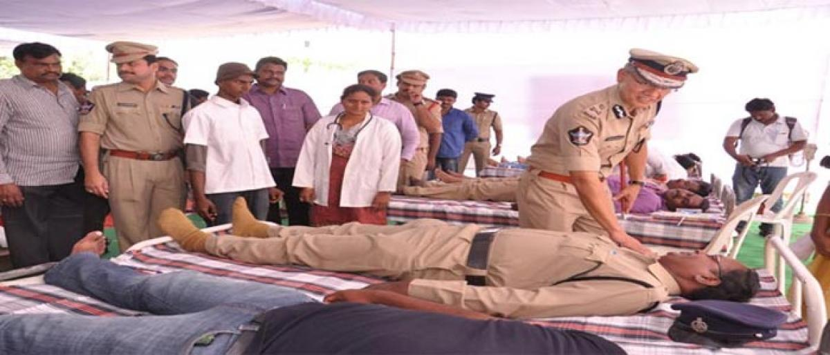 Cops donate blood, conduct open house