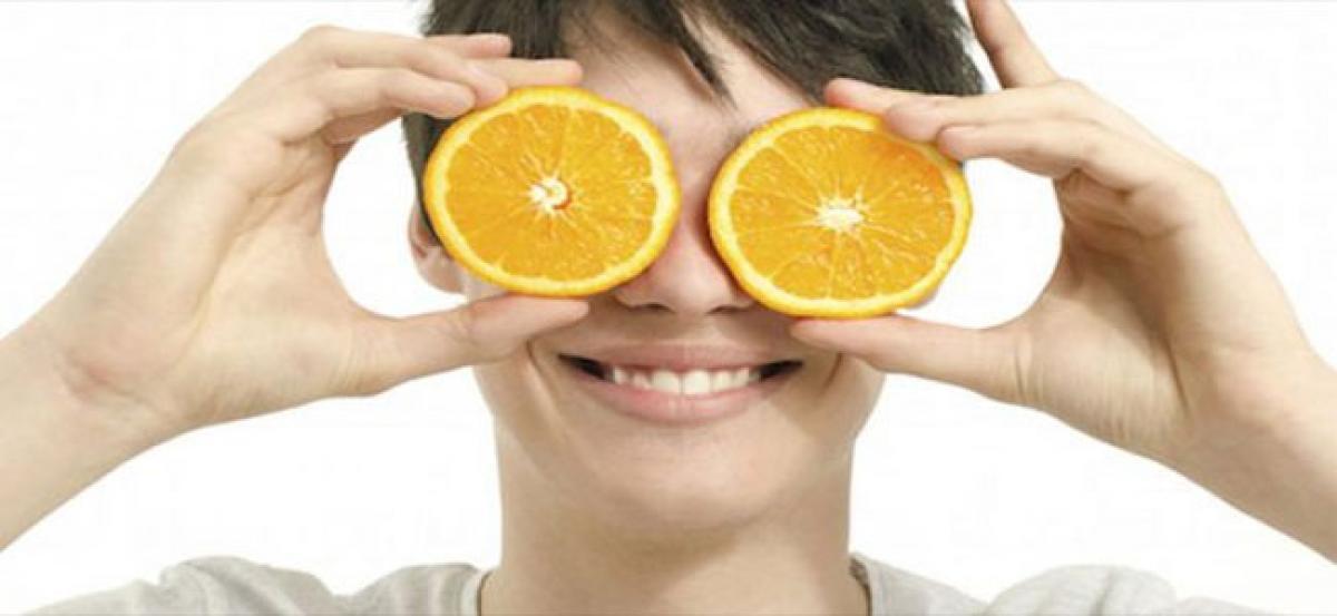 Eating oranges may help in preventing of eye disease