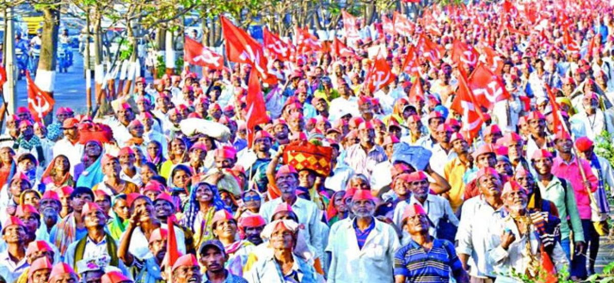 Maharashtra: Scores of farmers upset as they get Rs 5 as crop insurance