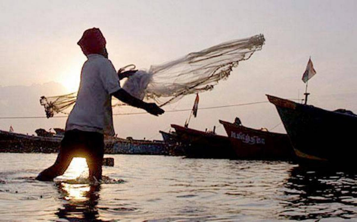 Tussle between AP, TN fishermen at Nellore