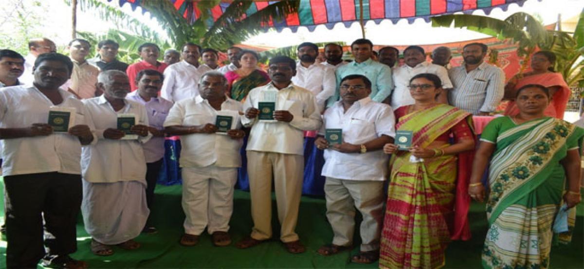 MLA Vivekananda lauds KCR for Rhythu Bandhu Scheme