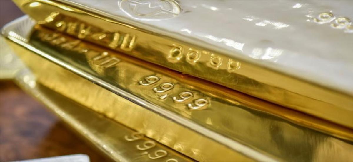 Gold slips below Rs 32,000 on low demand, global cues
