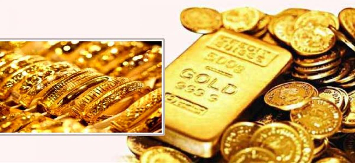 Gold slips on easing demand from jewellers