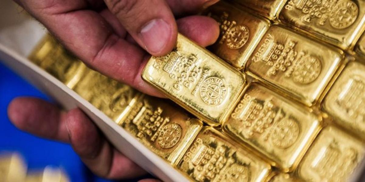 Gold trades higher on geo-political tensions