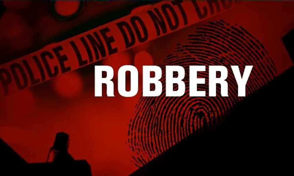 Woman, who robbed relatives of Rs 24 lakh, arrested in Hyderabad
