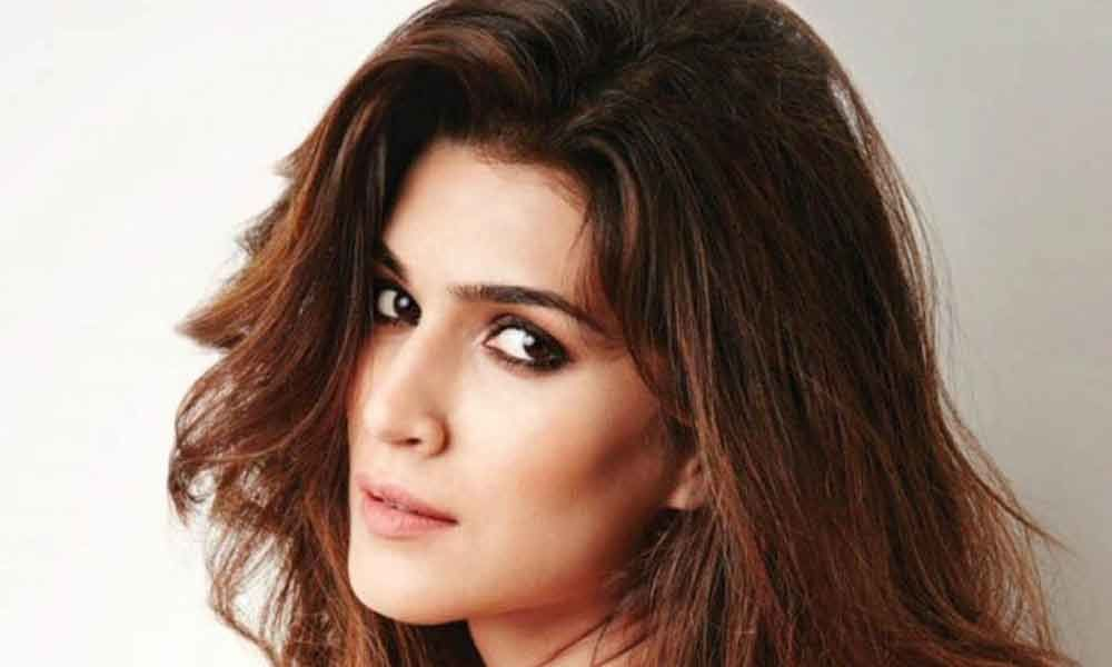 Celebrities wish Kriti Sanon on her birthday