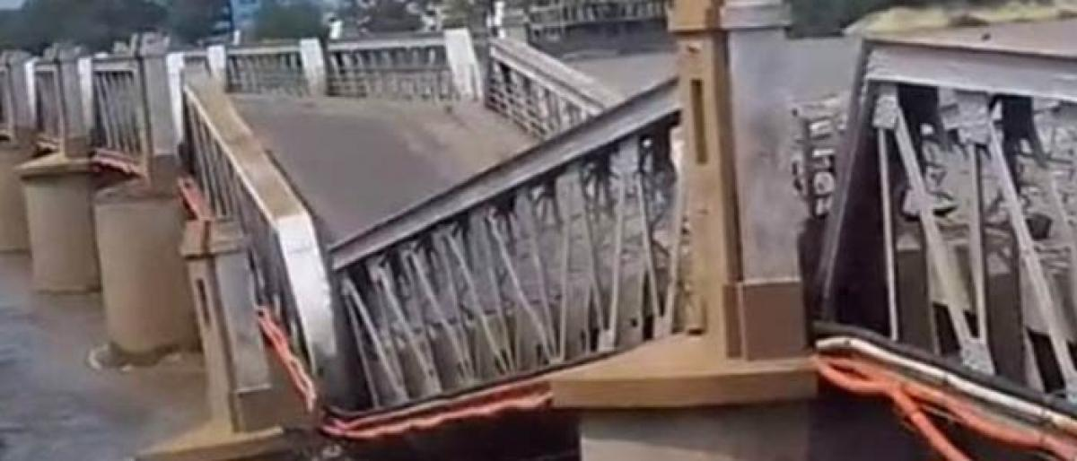 90 year old Kollidam bridge washed away by floodwater