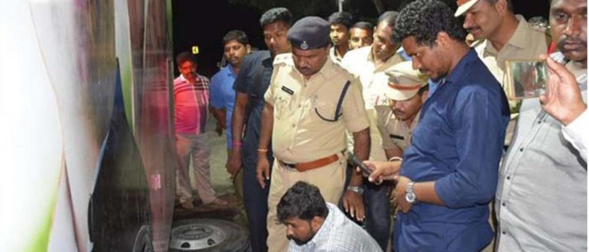 Narrow escape for Congress leader V Hanumantha Rao