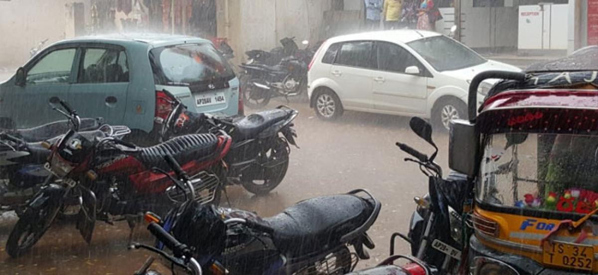 Heavy downpour lashes Sangareddy