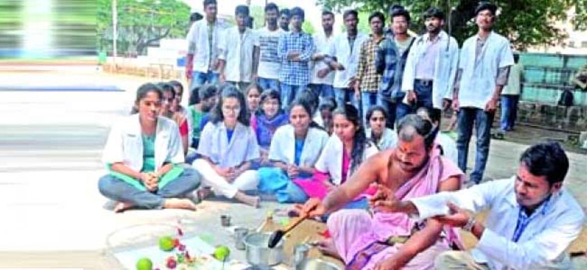 After protests, Osmania Hospital doctors perform homam for new hospital building