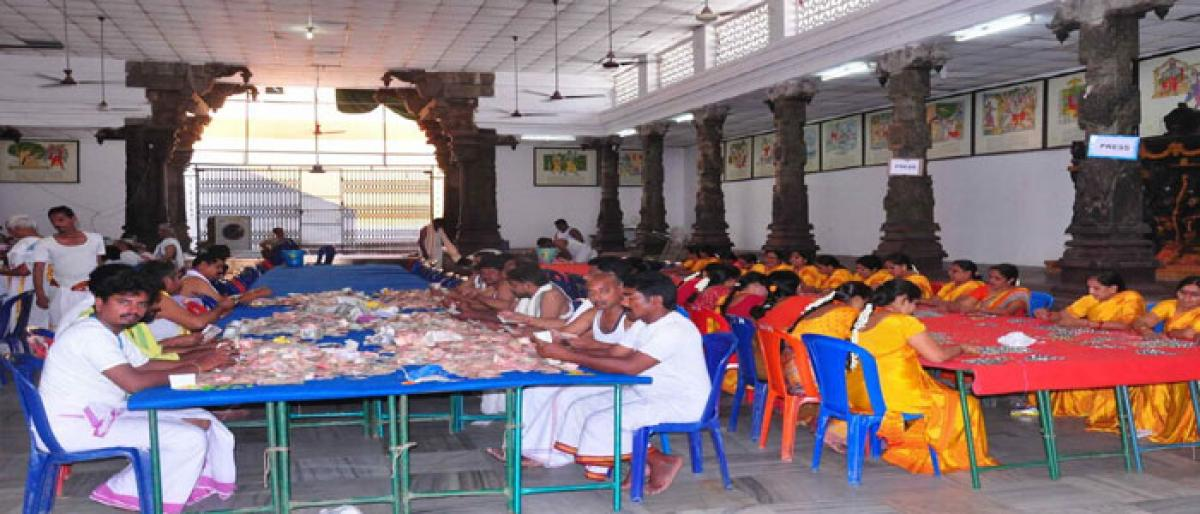 Bhadradri temple hundi collects `1.18 lakh