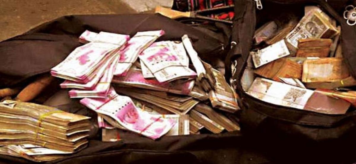 I-T raids on Tamil Nadu contractor, seizes Rs 160 Cr cash, 100 kg gold
