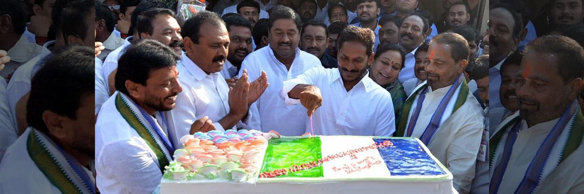 YS Jagan celebrate his birthday with party leaders in Tekkali