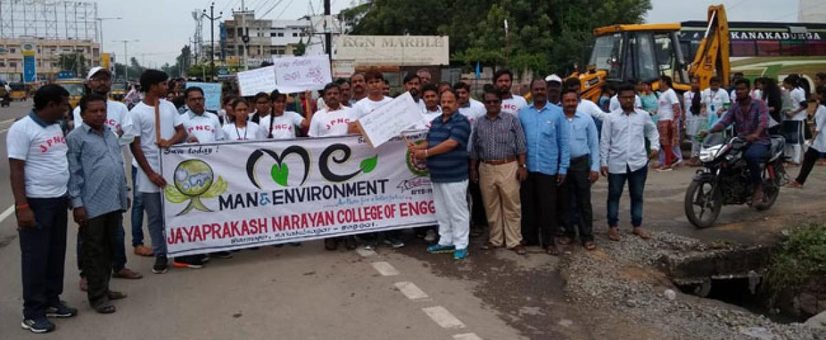 Students rally for protection of environment