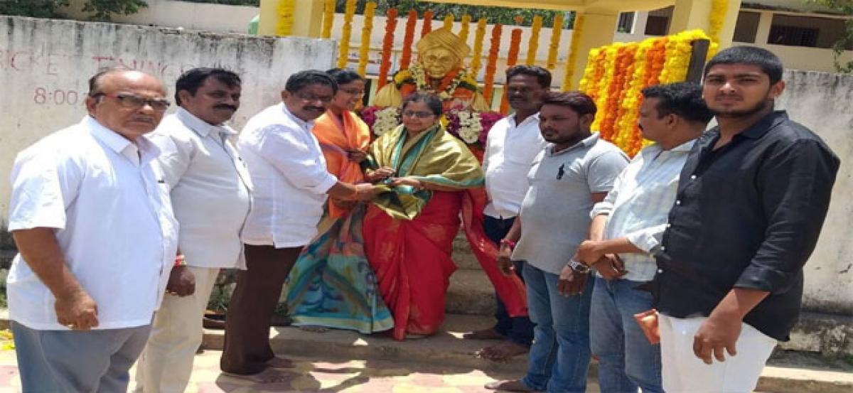 Government teachers feted on Sarvepalli's birthday at Fathenagar